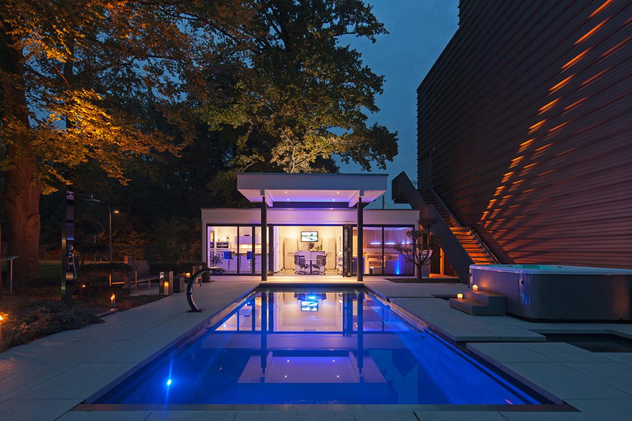 tauchen sie ein in die bezaubernde welt der pools. Black Bedroom Furniture Sets. Home Design Ideas